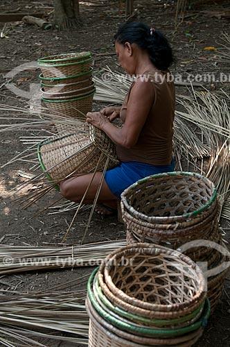 Assunto: Fabricação artesanal de paneiros para colheita do Açaí / Local: Abaetetuba - Pará (PA) - Brasil / Data: 11/2009