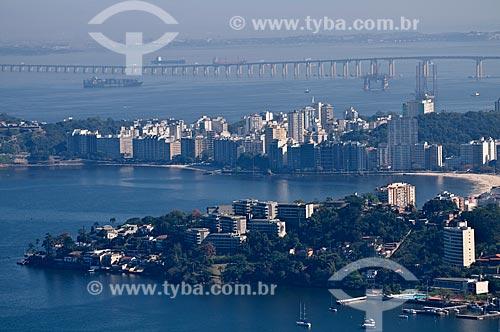 Assunto: Vista de parte de Niterói com Ponte Rio-Niterói ao fundo / Local: Niterói - Rio de Janeiro (RJ) - Brasil / Data: 08/2009
