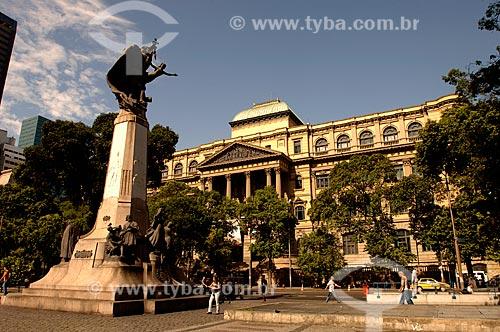 Assunto: Monumento em homenagem ao Marechal Floriano Peixoto e ao fundo a Biblioteca Nacional do Rio de Janeiro / Local: Centro - Rio de Janeiro (RJ) - Brasil / Data: 12/2007