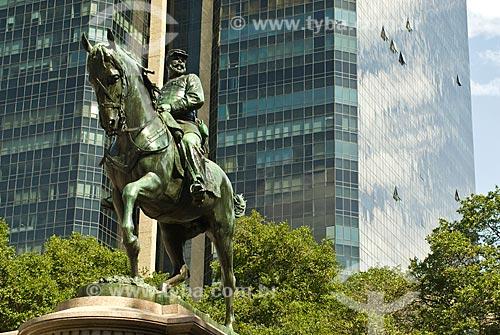 Assunto: Monumento ao General Manuel Luiz Osório e ao fundo prédio da Universidade Cândido Mendes / Local: Rio de Janeiro (RJ) - Brasil / Data: 07/2011