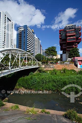 Assunto: Ponte para pedestres sobre o Rio Camurujipe unindo o Shopping Salvador à Avenida Tancredo Neves / Local: Caminho das Árvores - Salvador - Bahia (BA) - Brasil / Data: 07/2011