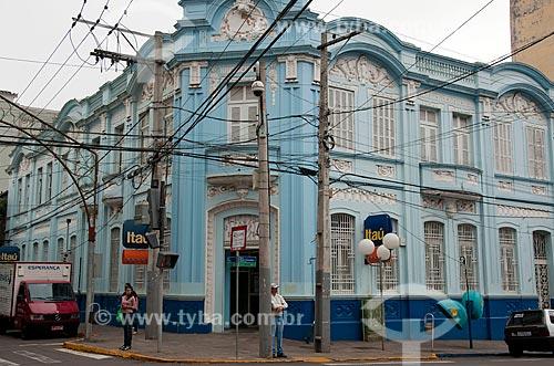 Assunto: Agência bancária em casarão histórico na esquina da Rua Moram com Bento Gonçalves / Local: Passo Fundo - Rio Grande do Sul (RS) - Brasil / Data: 04/2011