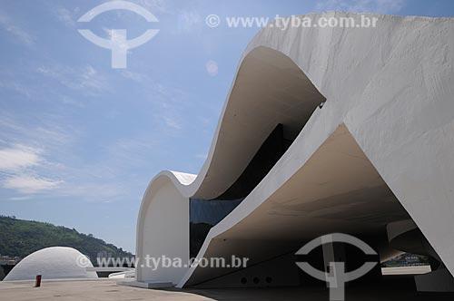 Assunto: Prédio da Sede da Fundação Oscar Niemeyer e o Teatro Popular de Niterói - Caminho Niemeyer / Local: Niterói - Rio de Janeiro (RJ) - Brasil / Data: 04/2011