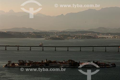 Assunto: Ilha das Enxadas com Ponte Rio-Niterói ao fundo / Local: Rio de Janeiro (RJ) - Brasil / Data: 08/2011