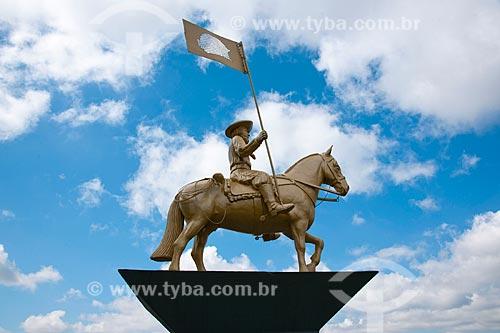 Assunto: Homenagem aos cavaleiros do Mercosul  4ª cavalgada rumo ao Chile - Largo dos Cavaleiros do Mercosul / Local: Passo Fundo - Rio Grande do Sul (RS) - Brasil / Data: 04/2011