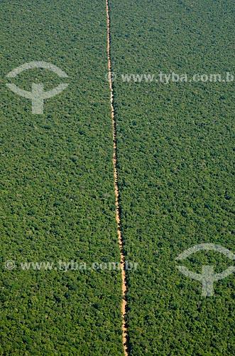 Assunto: Vista aérea de estrada de terra em área de cerradão preservada / Local: Querência - Mato Grosso (MT) - Brasil / Data: 07/2011