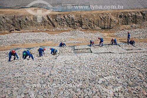 Assunto: Colocação de pedra brita em gabião no canal de aproximação ou embocadura - Projeto de Integração do Rio São Francisco com as bacias hidrográficas do Nordeste Setentrional / Local: Cabrobó - Pernambuco (PE) - Brasil / Data: 05/2011
