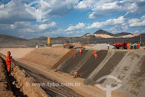Assunto: Aplicação de solo de cimento no canal da Transposição do Rio São Francisco / Local: Salgueiro - Pernambuco (PE) - Brasil / Data: 10/2011