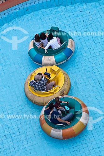 Assunto: Pessoas brincando com bóia em uma piscina em parque de diversão  / Local: Belo Horizonte - MInas Gerais (MG) - Brasil / Data: 02/11/2011