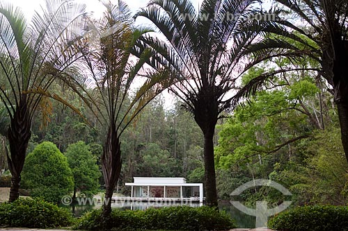 Assunto: Inhotim ? Instituto de Arte Contemporânea e Jardim Botânico - Ao fundo, Galeria True Rouge - artista Tunga  / Local: Brumadinho - Minas Gerais (MG) - Brasil / Data: 11/2011