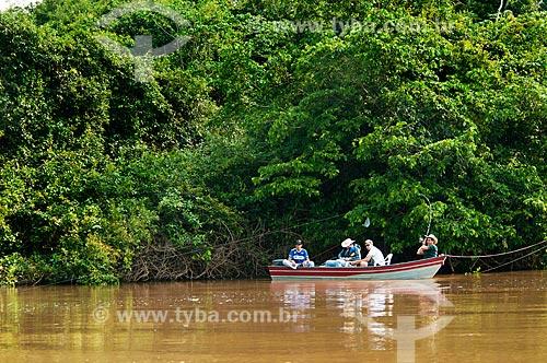 Assunto: Pescadores em barco tipo voadeira no Rio Miranda / Local: Corumbá - Mato Grosso do Sul (MS) - Brasil / Data: 10/2010