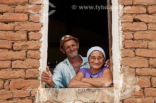 José Francisco da Silva com sua esposa - Desapropriados para a contrução do Reservatório Cacimba Nova - obra da transposição do Rio São Francisco  - Custódia - Pernambuco - Brasil