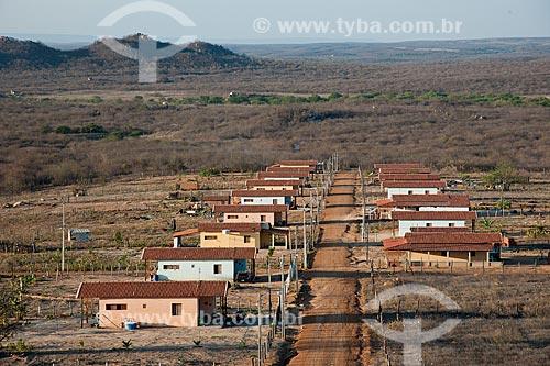 Assunto: Vista da vila construída para as famílas que foram desapropriadas e optaram por um lote produtivo - Desapropriados para construir o reservatório Negreiros / Local: Salgueiro - Pernambuco (PE) - Brasil / Data: 10/2011