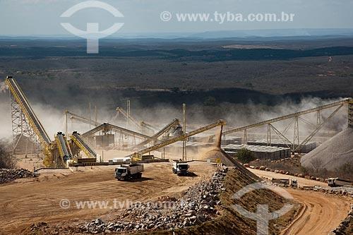 Assunto: Britador do canteiro industrial da obra da Ferrovia Transnordestina - TLSA - Transnordestina Logístiica S/A  / Local: Salgueiro - Pernambuco (PE) - Brasil / Data: 10/2011