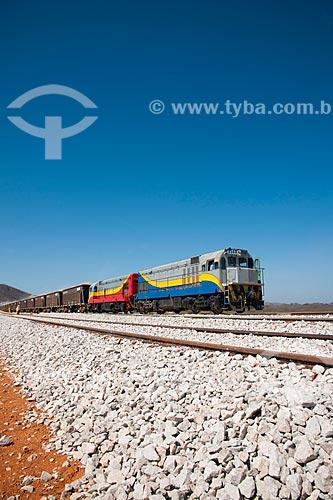 Assunto: Trem carregado de brita descarregando na obra da linha da Ferrovia Transnordestina - TLSA - Transnordestina Logística S/A / Local: Salgueiro - Pernambuco (PE) - Brasil / Data: 10/2011