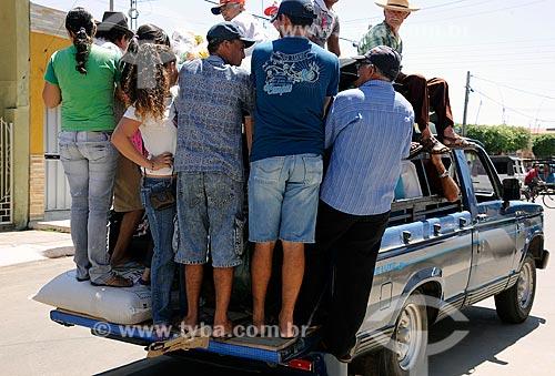 Assunto: Transporte irregular de passageiros em caminhonete - também chamado de Pau de arara / Local: Brejo Santo - Ceará (CE) - Brasil / Data: 10/2011