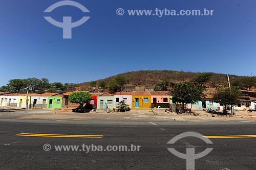 Assunto: Casas simples na beira da Rodovia Santos Dumont - BR-116  / Local: Jati - Ceará (CE) - Brasil / Data: 10/2011