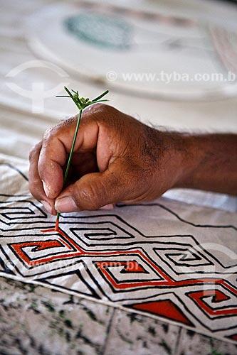 Assunto: Projeto Encauchados Vegetais, pintura com látex sobre materiais diversos - Reserva Extrativista Cazumbá / Local: Sena Madureira - Acre (AC) - Brasil / Data: 11/2011