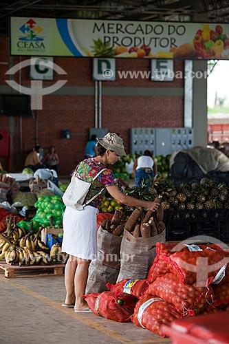 Assunto: Mulher fazendo compras no Mercado do Produtor / Local: Rio Branco - Acre (AC) - Brasil / Data: 11/2011