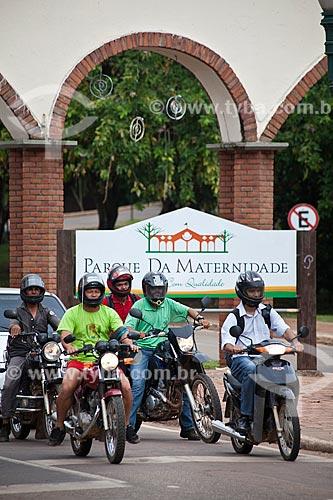 Assunto: Motocicletas em frente ao Parque da Maternidade / Local: Rio Branco - Acre (AC) - Brasil / Data: 11/2011