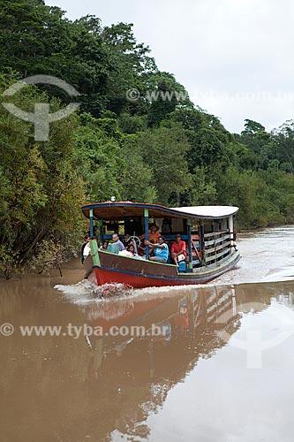 Assunto: Batelão no Rio Caetés - Barco utilizado para transporte humano e bovino / Local: Sena Madureira - Acre (AC) - Brasil / Data: 11/2011
