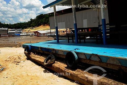 Assunto: Vista de casa flutuante na Marina do Davi - maior seca registrada / Local: Manaus - Amazonas (AM) - Brasil / Data: 11/2010