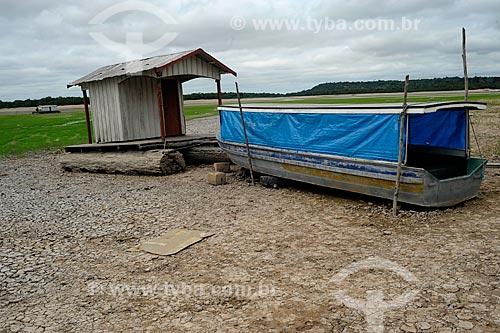 Assunto: Casa flutuante e barco - maior seca registrada / Local: Manaus - Amazonas (AM) - Brasil / Data: 11/2010