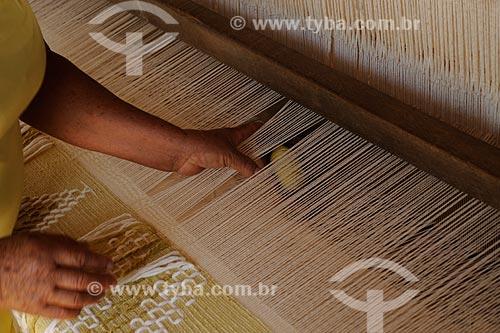 Assunto: Tecelão trabalhando em tear manual no Bairro Roça Grande - Zona Rural  / Local: Berilo - Minas Gerais (MG) - Brasil / Data: 11/2011