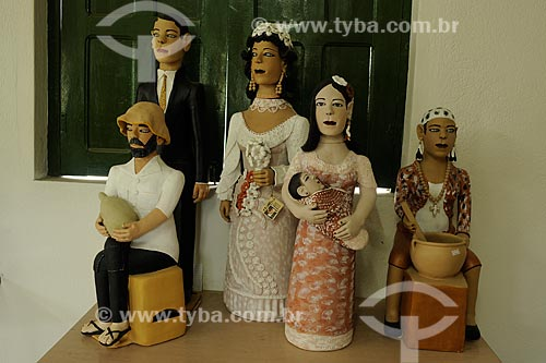 Assunto: Bonecos de barro da Loja da Associação dos Artesãos - Esculturas em cerâmica / Local: Distrito Santana do Araçuaí - Ponto dos Volantes - Minas Gerais (MG) - Brasil / Data: 11/2011