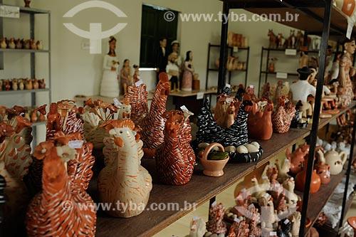 Assunto: Esculturas em cerâmica - Na sede da associação dos artesãos / Local: Distrito Santana do Araçuaí - Ponto dos Volantes - Minas Gerais (MG) - Brasil / Data: 11/2011