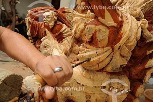 Assunto: Escultura em madeira - Obra do artesão Marcinho / Local: Araçauí - Minas Gerais (MG) - Brasil / Data: 11/2011