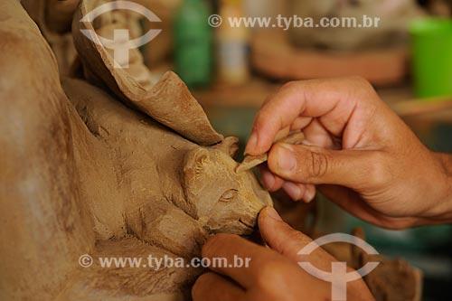 Assunto: Escultura em cerâmica - Obra do artesão Dênio / Local: Araçauí - Minas Gerais (MG) - Brasil / Data: 11/2011