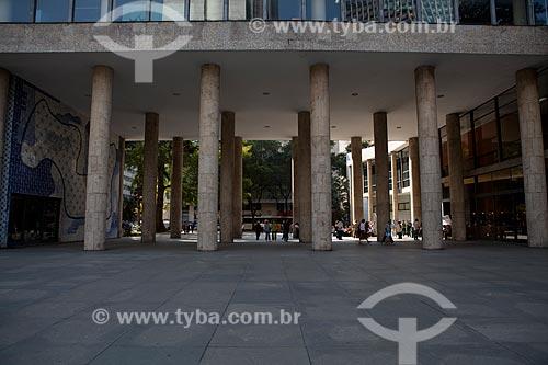 Assunto: Colunas do Palácio Gustavo Capanema (Antigo prédio do MEC) com painel de Cândido Portinari no lado esquerdo / Local: Centro - Rio de Janeiro (RJ) - Brasil / Data: 09/2011