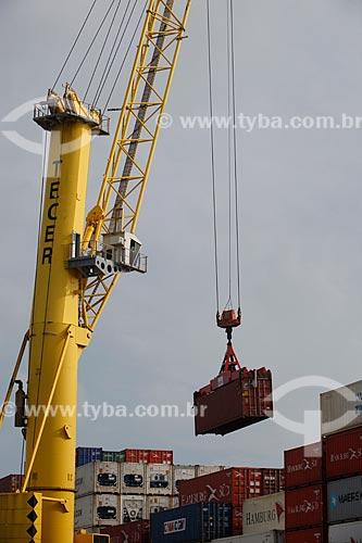 Assunto: Guindaste com contêiner no Terminal Portuário do Pecém / Local: São Gonçalo do Amarante - Ceará (CE) - Brasil / Data: 02/2012