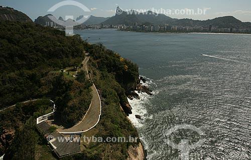 Assunto: Vista aérea da Baía de Guanabara com montanhas do Rio ao fundo / Local: Rio de Janeiro (RJ) - Brasil / Data: 09/2011