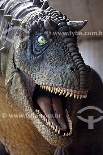 Assunto: Réplica do Carnotauro (Carnotaurus sastrei) na fachada do Museu de Ciência e Tecnologia da PUC-RS  / Local: Porto Alegre - Rio Grande do Sul (RS) - Brasil / Data: 09/2011