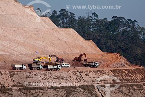 Assunto: Terraplanagem do Aterro Sanitário Sítio Floresta  / Local: São Paulo (SP) - Brasil / Data: 09/2011