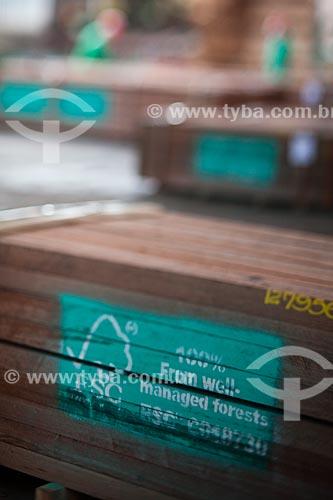 Assunto: Madeira com selo de certificação da Forest Stewardship Council (FSC) na madeireira Precious Wood Amazon  / Local: Itacoatiara - Amazonas (AM) - Brasil / Data: 10/2011