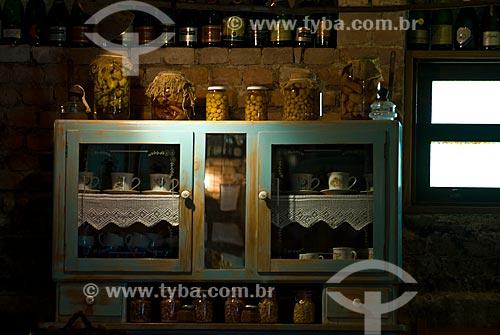 Assunto: Armário rústico com utensílios domésticos - Colônia italiana / Local: Garibaldi - Rio Grande do Sul (RS) - Brasil / Data: 02/2012