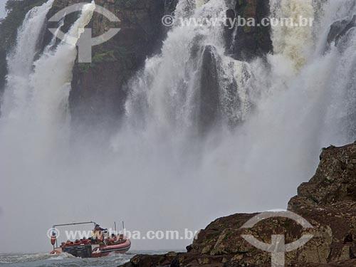 Assunto: Turistas em bote próximo às Cataratas do Iguaçu  / Local: Foz do Iguaçu - Paraná (PR) - Brasil / Data: 06/2010