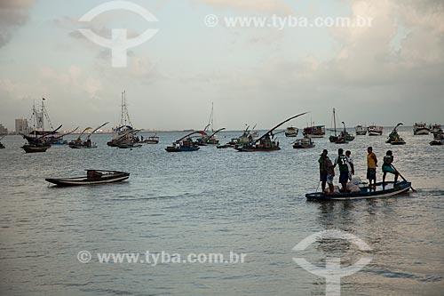 Assunto: Grupo de pescadores chegando à praia do Mucuripe / Local: Fortaleza - Ceará (CE) - Brasil / Data: 11/2011