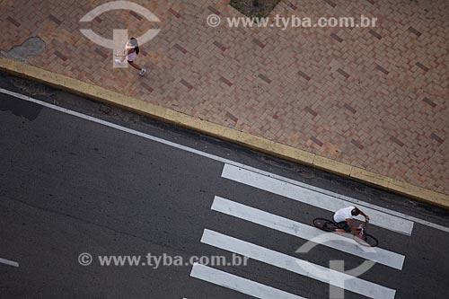 Assunto: Pessoas praticando esporte na Avenida Beira Mar / Local: Fortaleza - Ceará (CE) - Brasil / Data: 11/2011