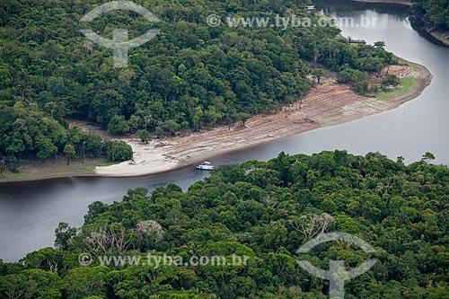 Assunto: Vista aérea do Rio Negro perto da comunidade ribeirinha de Aracari  / Local: Novo Airão - Amazonas (AM) - Brasil / Data: 10/2011