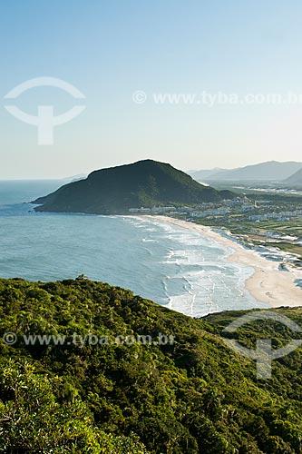 Assunto: Praia do Santinho vista da trilha que leva ao cume do Morro dos Ingleses / Local: Florianópolis - Santa Catarina (SC) - Brasil / Data: 01/2012
