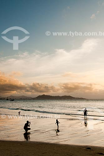 Assunto: Silhueta de família na Praia de Ponta das Canas / Local: Florianópolis - Santa Catarina (SC) - Brasil / Data: 02/2012