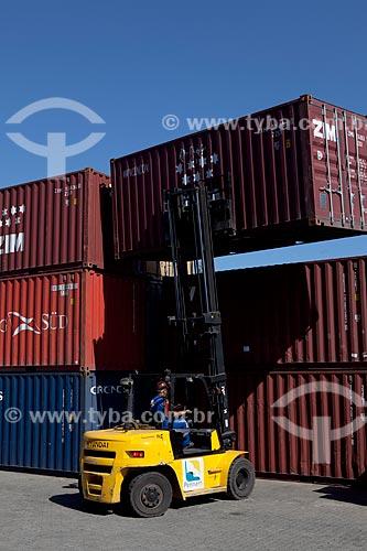 Assunto: Contêineres no Terminal do Santo Cristo - Zona Portuária do Rio de Janeiro  / Local: Rio de Janeiro (RJ) - Brasil / Data: 01/2012
