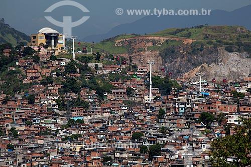 Assunto: Vista do Morro da Fazendinha no Complexo do Alemão com a Estação Palmeiras ao fundo / Local: Rio de Janeiro (RJ) - Brasil / Data: 02/2012