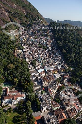 Assunto: Vista aérea do Morro Dona Marta e da Favela Santa Marta com Palácio da Cidade à esquerda - Residência do Prefeito / Local: Botafogo - Rio de Janeiro (RJ) - Brasil / Data: 03/2012