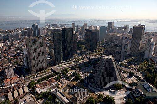 Assunto: Vista aérea do Centro do Rio de Janeiro com Ponte Rio-Niterói ao fundo / Local: Centro - Rio de Janeiro (RJ) - Brasil / Data: 03/2012