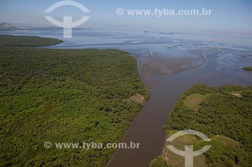 Assunto: Vista aérea do fundo da Baía de Guanabara / Local: Magé - Rio de Janeiro (RJ) - Brasil  / Data: 03/2012